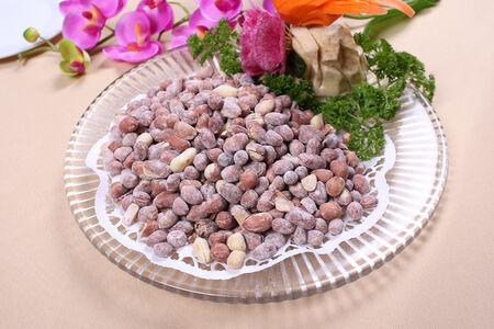 Жареный арахис с солью