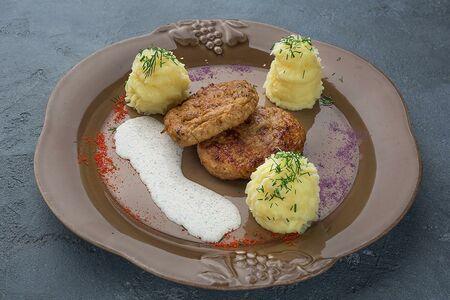 Домашняя котлета из телятины с картофельным пюре