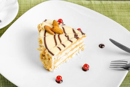 Торт Миндальный с белым шоколадом