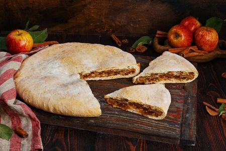 Пирог осетинский с яблоками и корицей