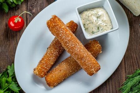 Сырные палочки с чесночным соусом