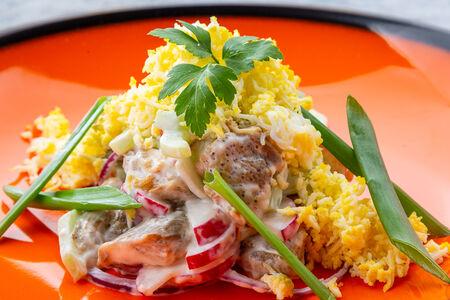 Салат с баклажанами и йогуртовым соусом