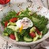 Фото к позиции меню Салат Овощной с яйцом пашот