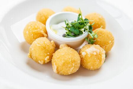 Сырные шарики с чили