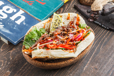 Сэндвич Бан-Ми с говядиной