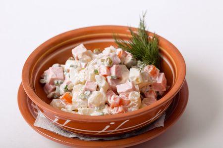 Любимый с детства салат Оливье с колбасой