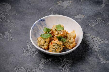 Брокколи в темпуре с соусом кимчи