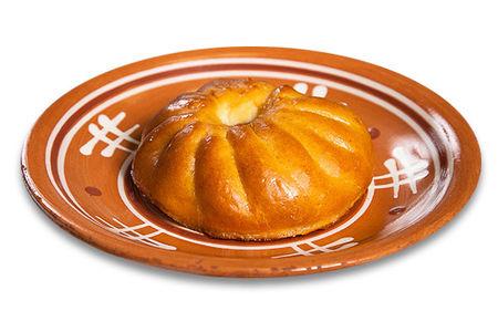 Пирожок печеный сдобный с яблоками