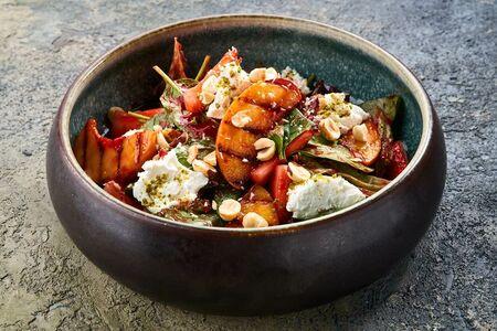 Салат шпинат & персик