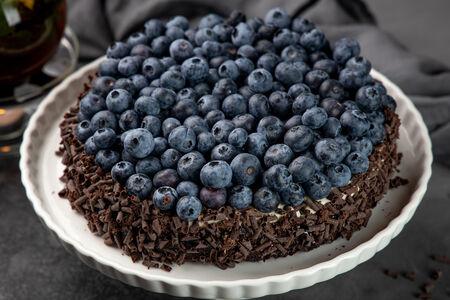 Пирог Шоколадный с голубикой