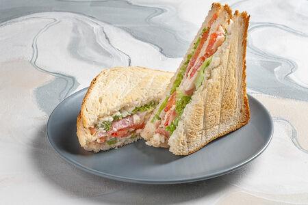 Сэндвич с беконом и чесночным соусом