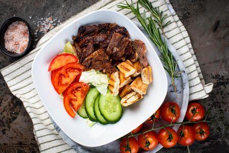 Салат овощной с говядиной