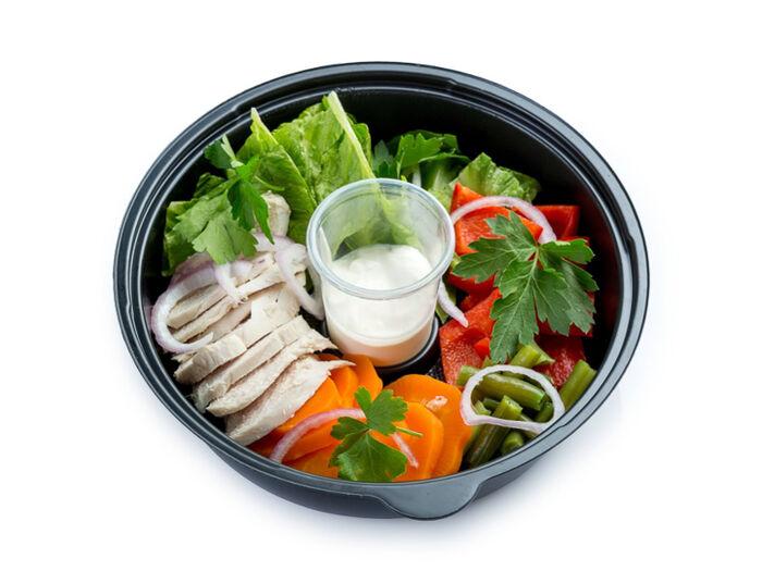 Фитнес салат с отварной курицей