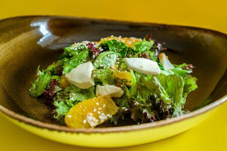 Салат Цитрусовый с моцареллой