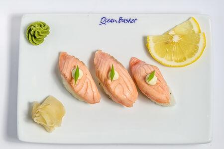Суши нигири Сиред Салмон