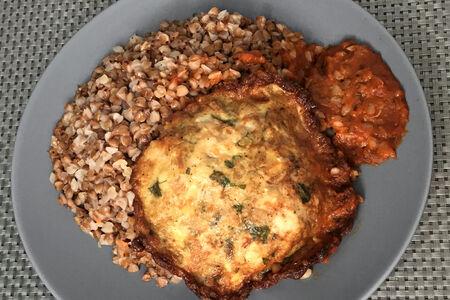 Курица по-арабски с гречкой и красным соусом