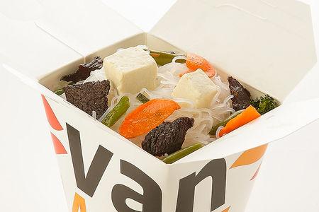 Рисовая лапша вок с говядиной и сыром тофу в соусе