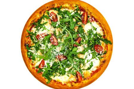 Пицца с рукколой и черри