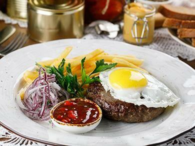 Бифштекс с картофелем фри