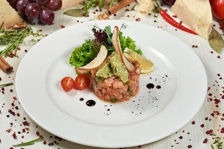 Тартар из лосося с гуакамоле из авокадо