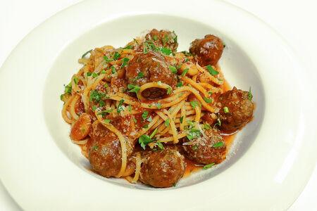 Спагетти с фрикадельками и фасолью