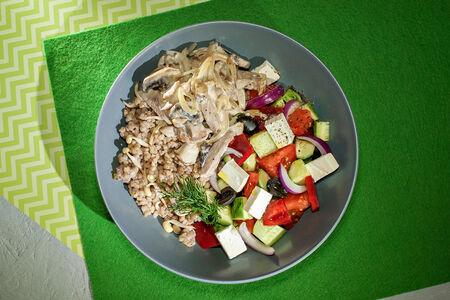 Зеленая гречка с уткой Жульен и греческий салат