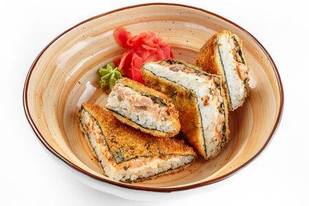 Ролл Санкаку с лососем