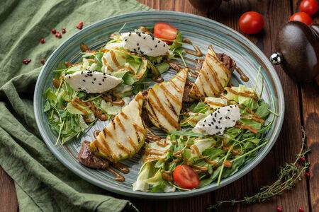 Салат с ростбифом и мягким сыром