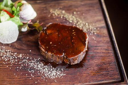 Ройс-биф стейк из мяса бычков зернового откорма