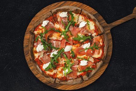 Пицца Ржаная с пармой и козьим сыром