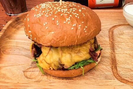 Бургер с томленым мясом
