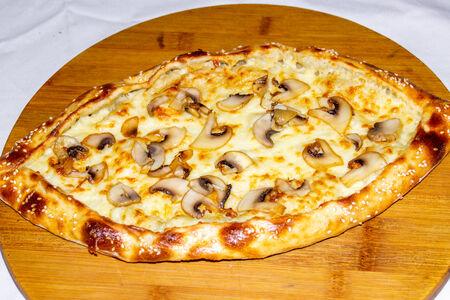 Турецкая Пиде с сыром и грибами