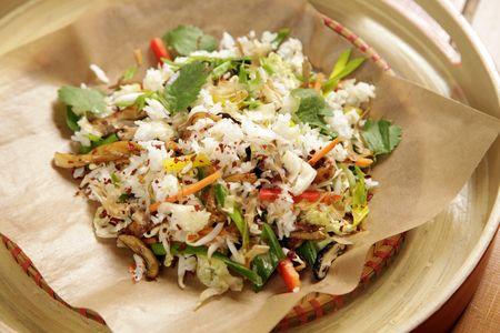 Обжаренный рис с овощами и кальмарами