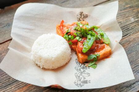 Тофу  в томатном соусе с рисом