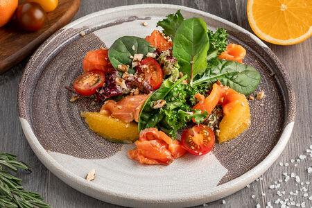 Микс-салат с лососем