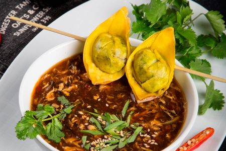 Острокислый суп с хрустящим вонтоном