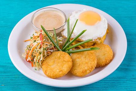 Бифштекс с сыром и яйцом