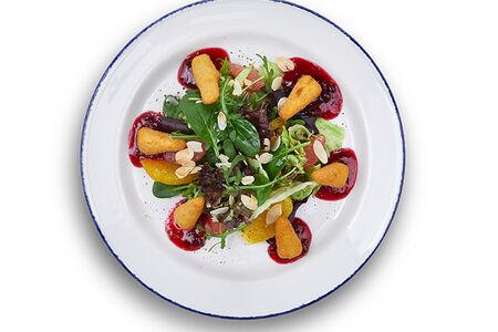 Салат с хрустящим камамбером