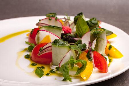 Овощной салат на греческий лад