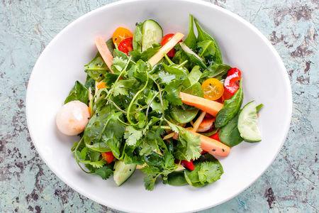 Салат из овощей с манго, личи и папайей