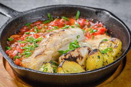 Белоснежная треска с итальянскими томатами