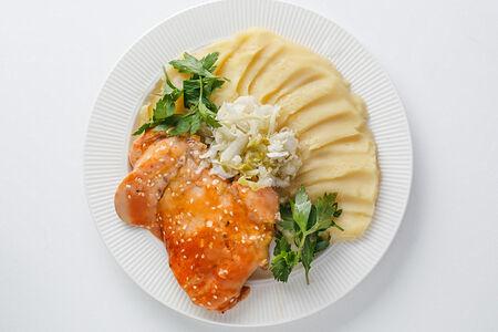 Курица в медово-горчичном соусе с картофельным пюре