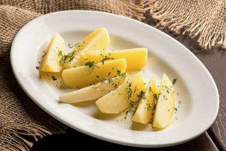 Картошечка отварная с маслицем и зеленью