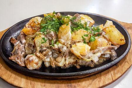 Жаркое с картофелем, луком и грибами
