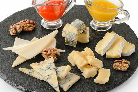 Тарелка сезонных сыров