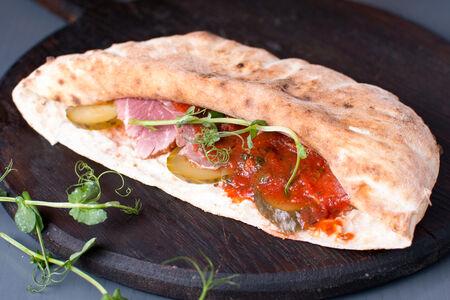 Сэндвич с мясом брискет