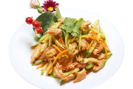 Салат из куриного филе с овощами