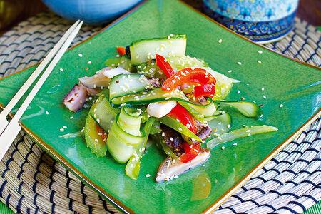 Салат Теплый с морепродуктами и сельдереем