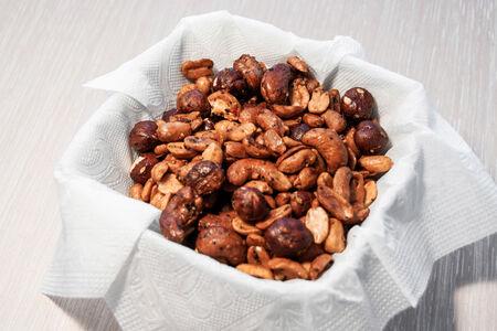 Ассорти орехов в острой глазури