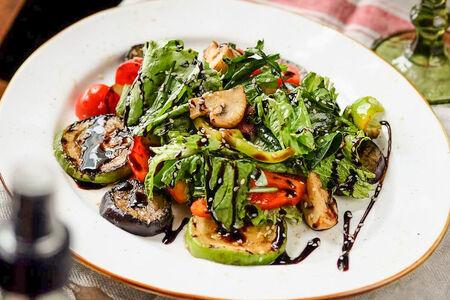 Салат Теплый с овощами грилль